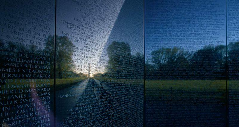 VietnamMemorial_EN-US262139609